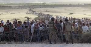 Suriyeli mülteciler Türkiye sınırına dayandı