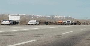 Van Erciş'te bomba yüklü kamyonet yakalandı