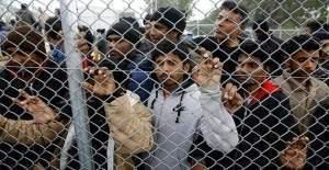 Yunanistan Suriyeli sığınmacıların gönderimini erteledi
