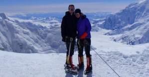 Ölen eşini Everest'in zirvesini görmek için bırakmış