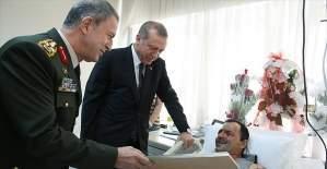 Cumhurbaşkanı Erdoğan Binbaşı Necmettin Tetik'i GATA'da ziyaret etti