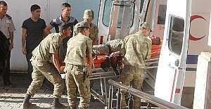 Hakkari'de zırhlı araç devrildi; 3 asker yaralı