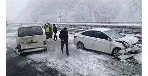 Yılın ilk kar kazası Bolu'dan; 6 trafik kazası!