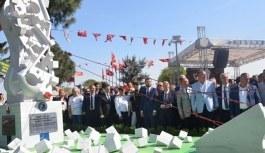 'Srebrenitsa Soykırımı Anıtı'...