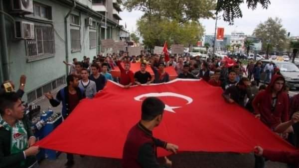 Türkiye Şehitlerini Anıyor
