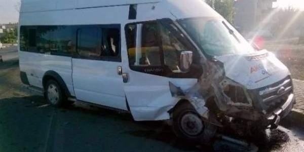Van'da servis kazası 4 yaralı