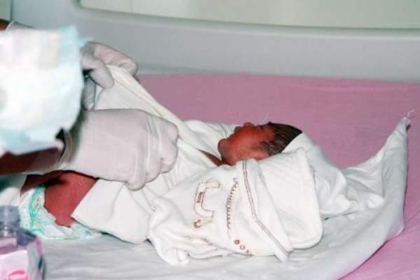10 günlük bebek mezarlığa terk edilmiş