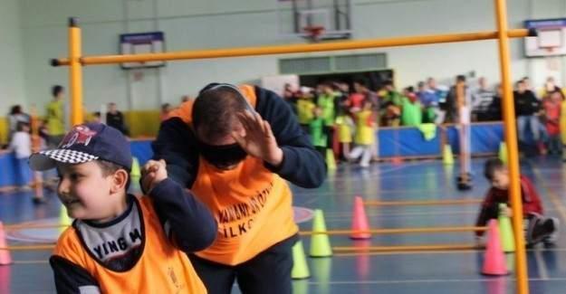 """""""Fiziksel etkinlik ve oyun dersine beden eğitimi öğretmenleri girmeli"""""""