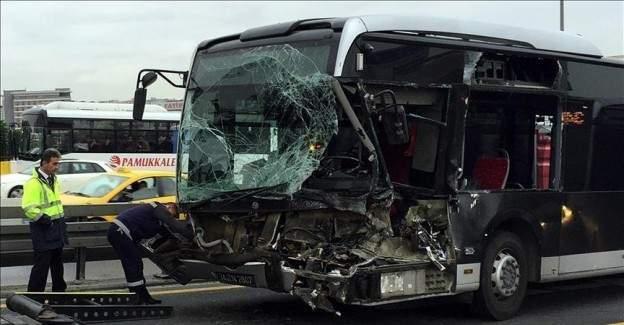 Sefaköy'de metrobüs kazası 5 yaralı