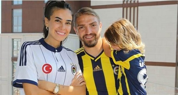Caner Erkin, gerçek dışı boşanıyor iddialarına sosyal medyadan yanıt verdi