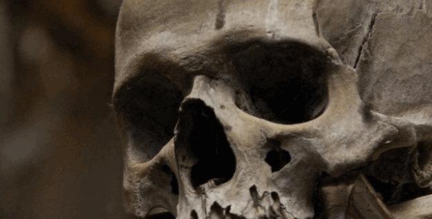 Diyarbakır'da bir mağarada kaya mezarı bulundu