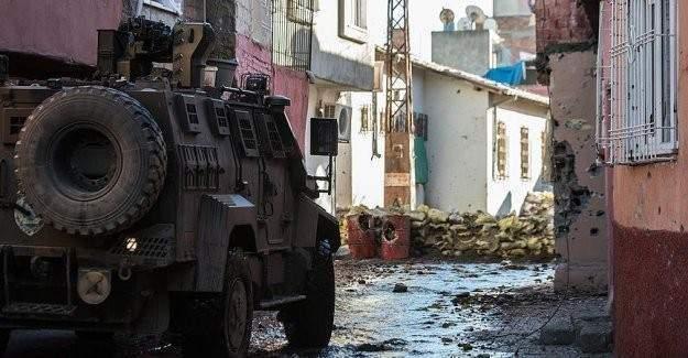 Sur'da 1 polis şehit oldu