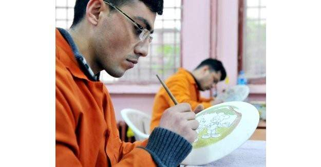 Hükümlü ve tutuklu iş yurtları meslek edindirme sistemi