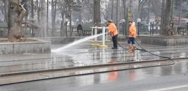 Düzce'de caddeler temizleniyor