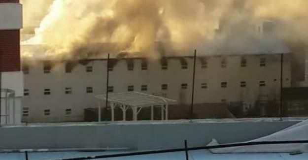 İstanbul'da büyük yangın! Bağcılarda işçi yatakhanesi yandı...