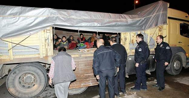 Yunan adalarına geçmeye çalışan 62 sığınmacı yakalandı