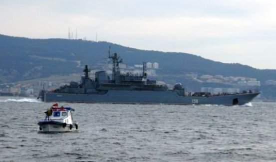 Rus gemileri boğazdan geçti!