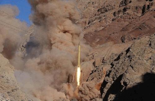 İran'dan balistik füze denemeleri
