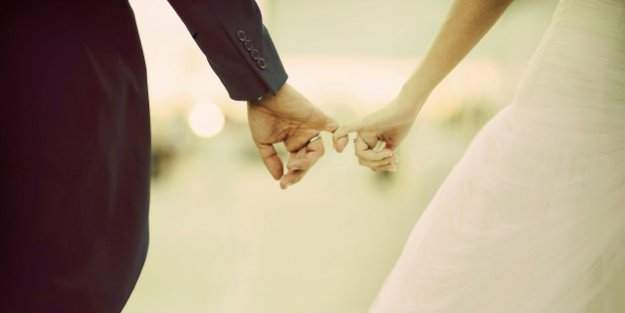 """Türkiye'de """"evlenme yaşı"""" yükseldi"""