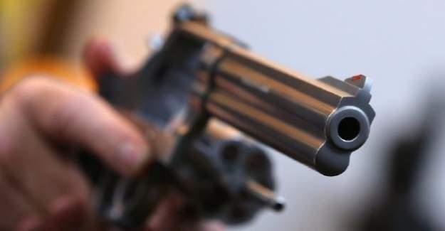 Babasının silahıyla 3 yaşındaki kardeşin vurdu!