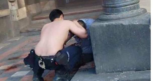 Yaralıya fanilasıyla tampon yapan polise ödül verildi!