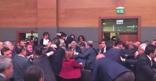 İşte AKP ve HDP milletvekillerinin kavga görüntüleri