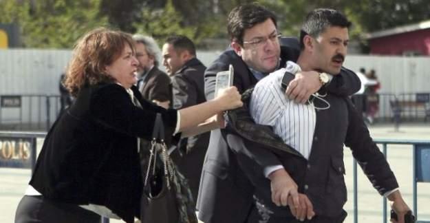 Can Dündar'a saldırı soruşturmasında 5 kişi gözaltında