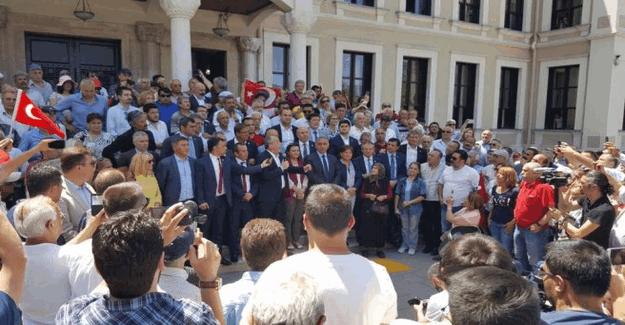 CHP'li 24 vekil Bolu İL MEM önünde protesto düzenledi