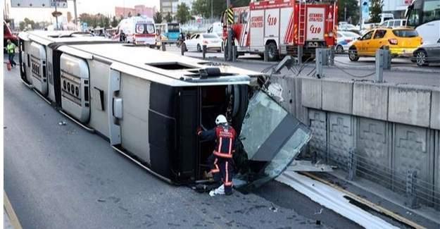 İstanbul, Cevizlibağ'da metrobüs devrildi!
