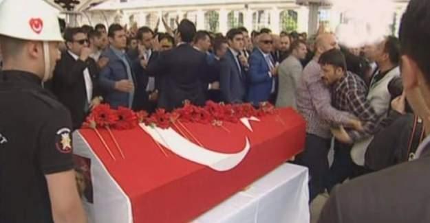 Şehit cenazesinde Kılıçdaroğlu'na çelenkli protesto