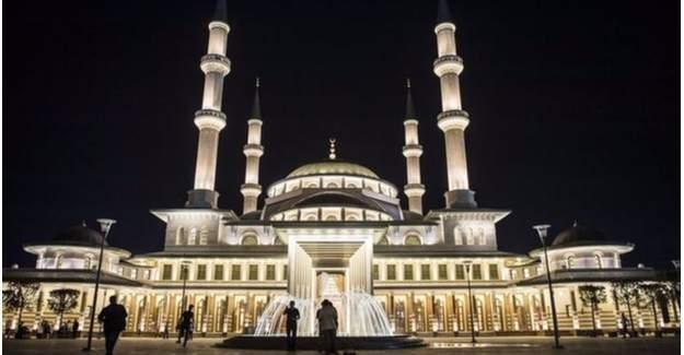 Cumhurbaşkanı Erdoğan Beştepe'de sabah ezanı okudu
