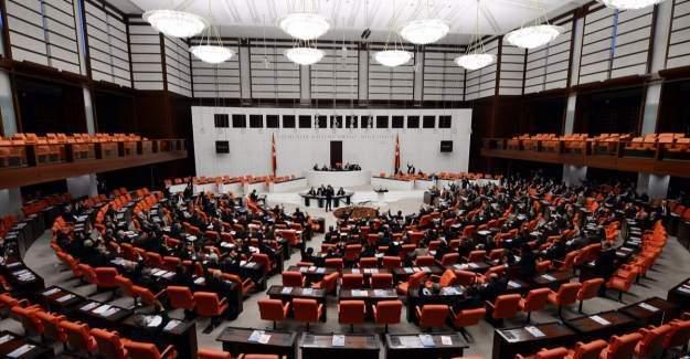 AK Parti, CHP ve MHP yeni anayasa paketi için bir araya geldi.