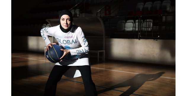 Başörtüsüyle basketbol oynamak isteyen Indira Kaljo 90 bin imza topladı