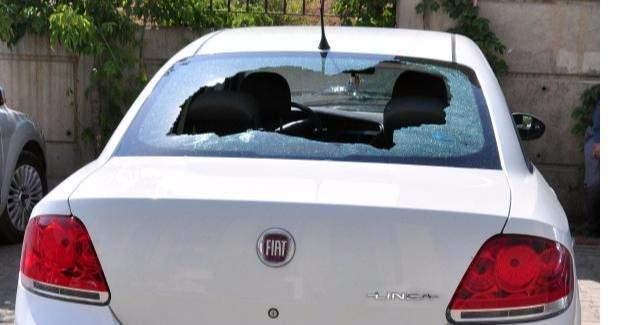 Bitlis'te yol kesen PKK polis memuru ile ailesinin bulunduğu otomobile saldırdı