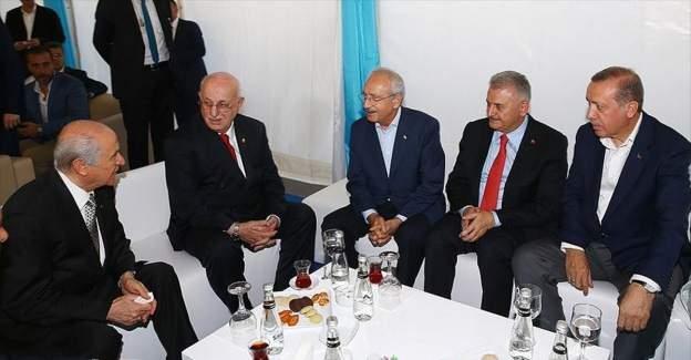 Cumhurbaşkanı Erdoğan ve siyasi parti liderleri bir araya geldi