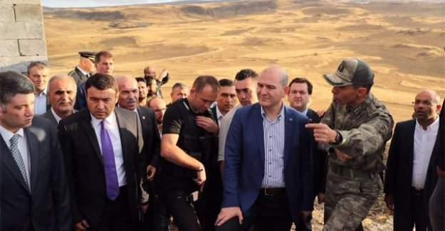 """İçişleri Bakanı Soylu: """"Benim korucularım burada şehit oldu, zırhlı araçla gitmem"""""""