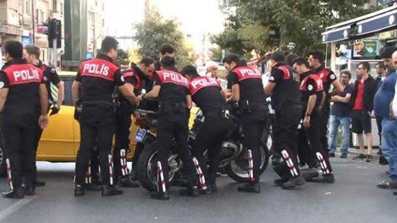 Polis ekibi kaza yaptı: 2 polis yaralandı!!!
