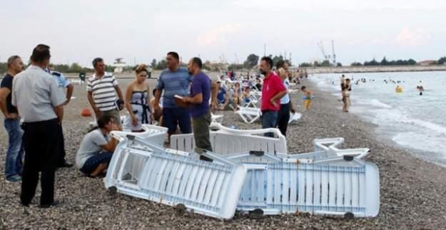 Sahilde ceset bulundu, vatandaş aldırmadan denize girdi