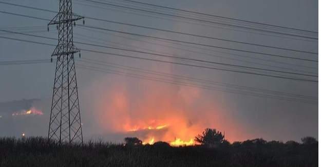 Tuzla'da askeri bölgede yangın kontrol altına alındı