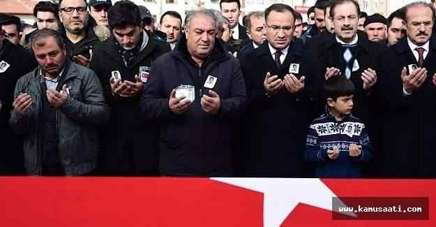 Adalet Bakanı Bozdağ, şehit polis Devrilmez'in cenazesine katıldı