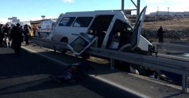 Yolcu otobüsü devrildi: Ölü ve yaralılar var
