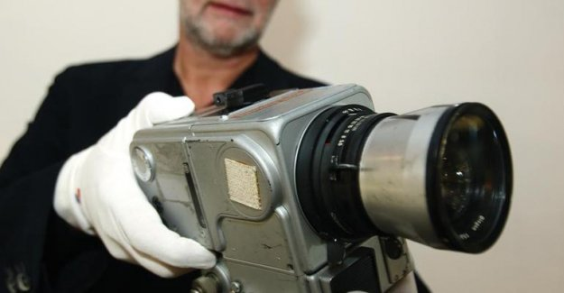 Ay'dan getirilen kamera 660 bin euro'ya satıldı