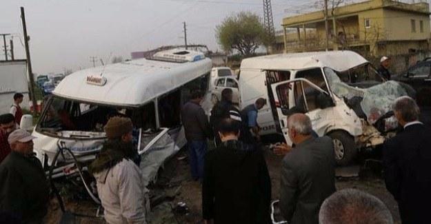 Dolmuş ile minibüs çarpıştı - 1 ölü 18 yaralı