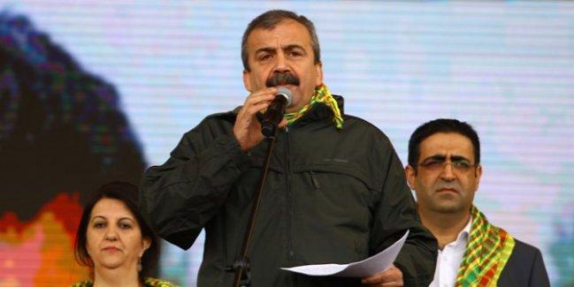 HDP'li vekilden referandumda evet diyenlere hakaret