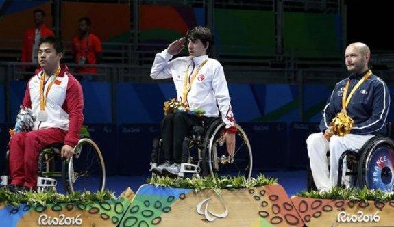 Abdullah Öztürk, kas erimesi hastalığını yenip masa tenisinde altın madalya kazandı