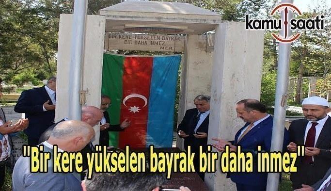 Torun Resulzade'den Ata Resulzade'nin Kabrine Ziyaret