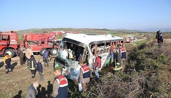 Yolcu otobüsü devrildi - 1 ölü 38 yaralı
