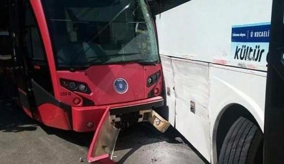 Bursa'da tramvay ile otobüs çarpıştı
