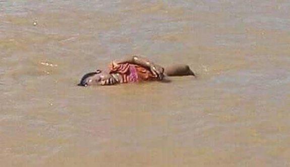 Arakan'da sahile vuran bebeğin fotoğrafı Aylan bebeği hatırlattı