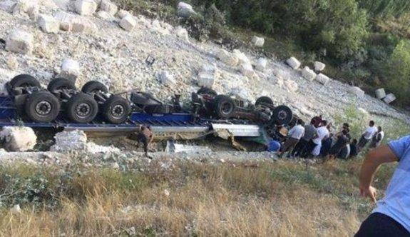 Erzurum'un Tortum ilçesinde bir tırın freni boşaldı, 3 ölü